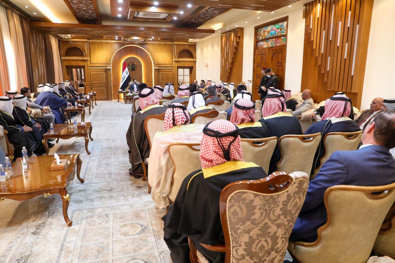 رئيس مجلس النواب يستقبل وفد شيوخ ووجهاء عشائر الدليم في بغداد
